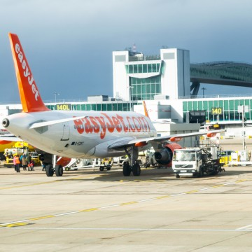Gatwick Airport is keen to build a second runway